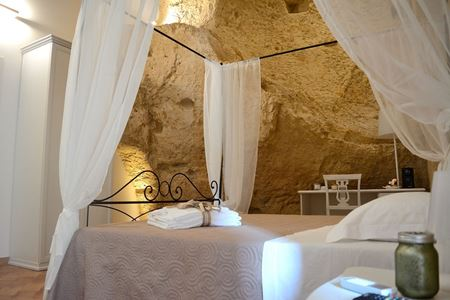 """Immagine di Camera """"La Grotta"""""""